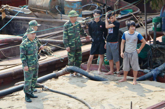 Nine ships caught illicitly exploiting sand in northern Vietnamese province