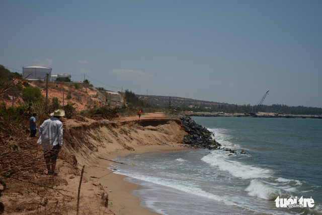 Vietnamese coastal dirt road severely eroded