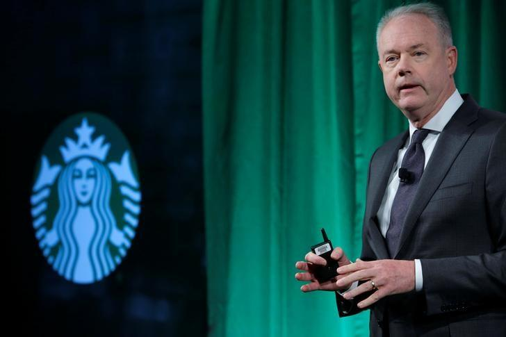 Starbucks chief executive apologizes for arrests of two black men