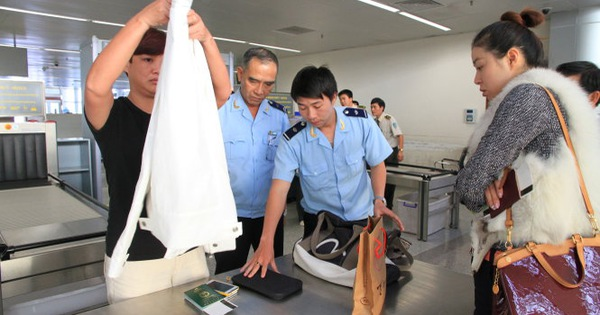 'Rotten apples' exist among Vietnam's customs officers: deputy chief