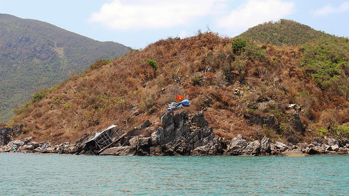 Deforestation leaves authorities powerless in Vietnamese bay