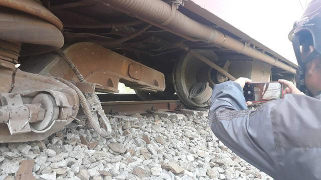 Train derails in southern Vietnam, paralyzing service
