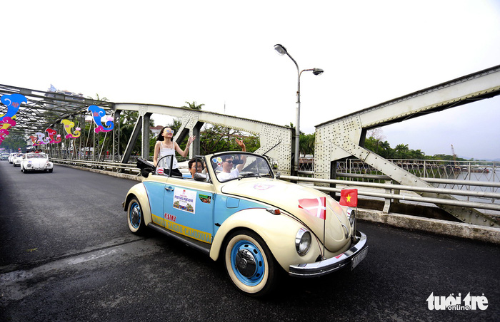 Exquisite old-time Vespa, Volkswagen parade to welcome 2018 Hue Festival