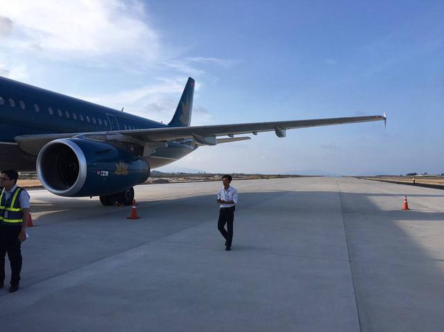 Vietnam Airlines flight lands on under-construction runway