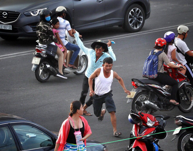 Parking lot employees attack tourist in southern Vietnam