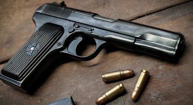Vietnamese policeman arrested for stealing, selling guns from arms depot