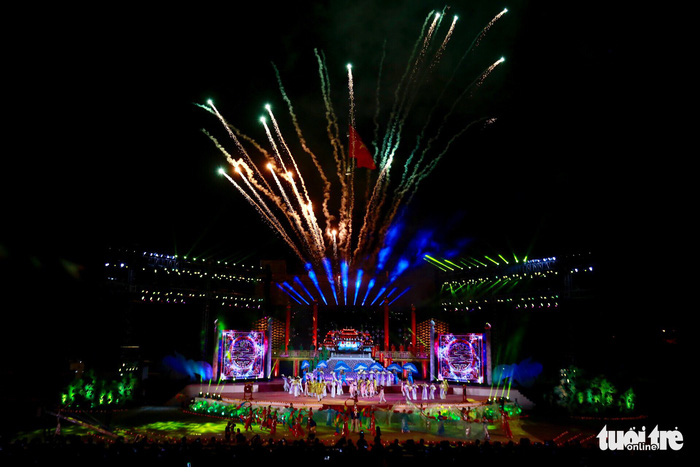 Int'l art night closes out 2018 Hue Festival