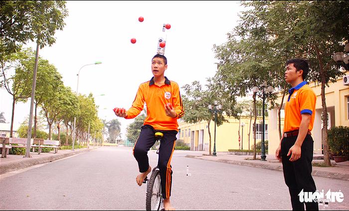 Autistic children learn circus stunts in Vietnam