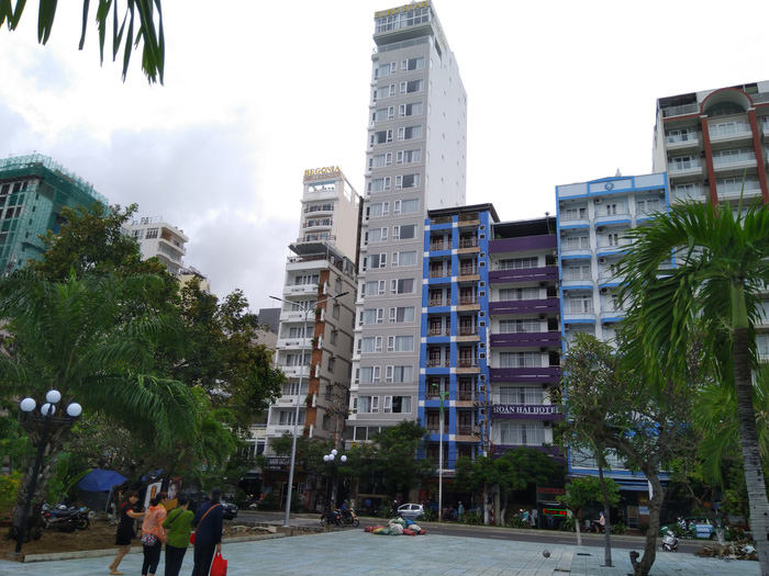 Multiple hotels open to guests in Nha Trang violate fire safety regulations