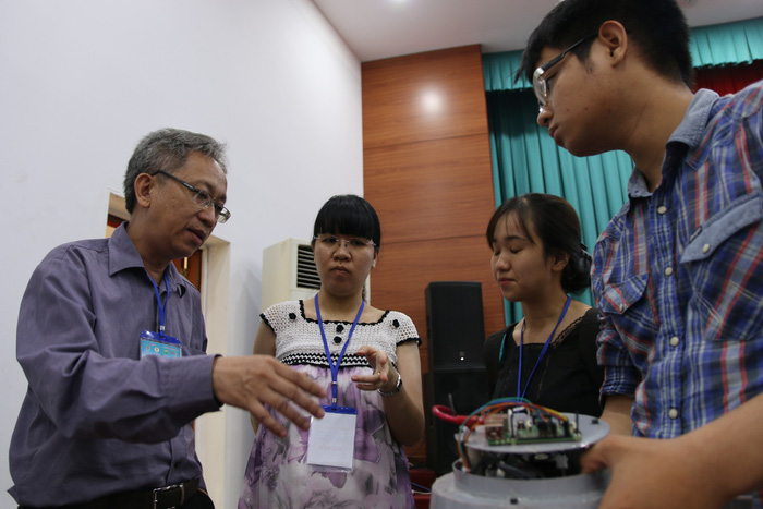 Vietnamese researchers showcase new devices at Ho Chi Minh City conference