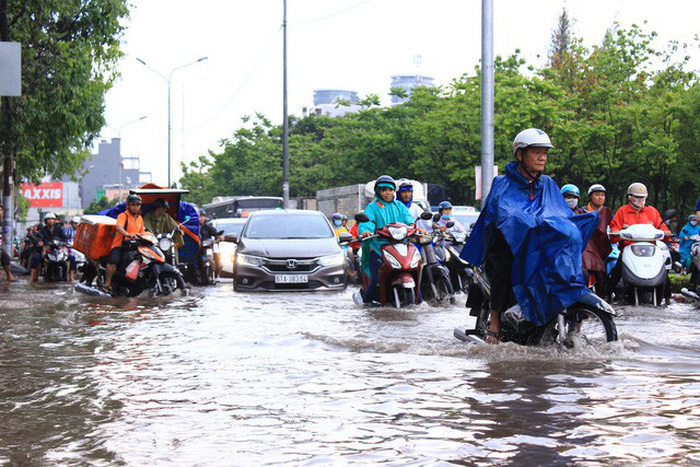 Pump system fails to prevent flooding on Ho Chi Minh City street following downpour