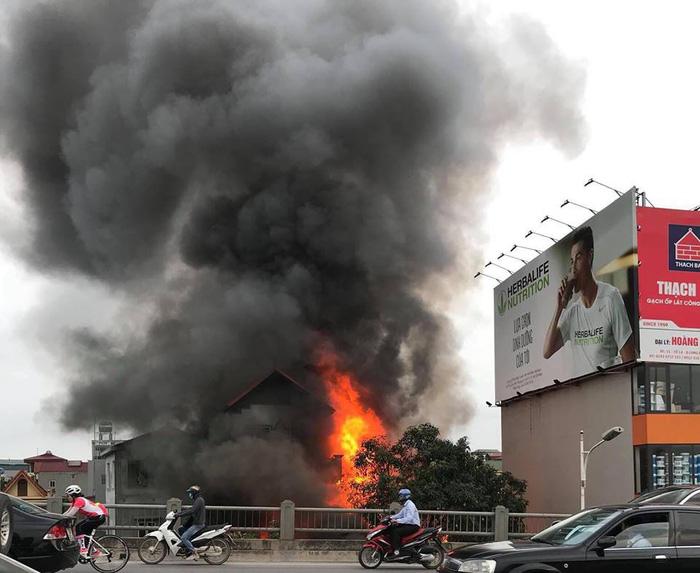 One dead in two fires in Hanoi
