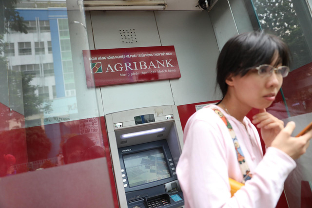 Vietnam cbank orders lenders to pull the brakes on ATM fee hikes