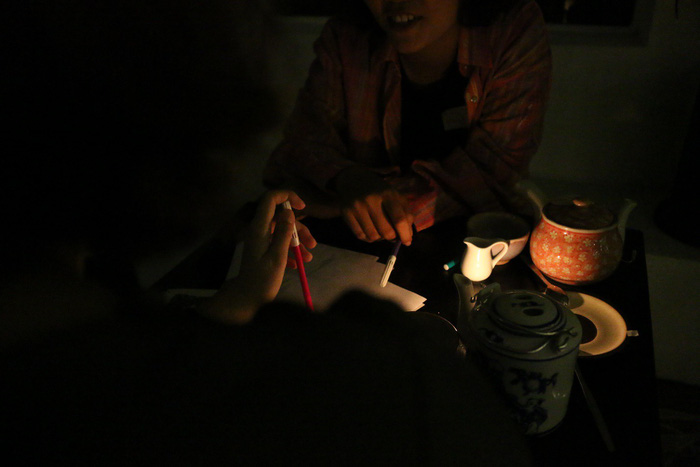 Saigon 'lights-out' tea house promotes sharing, talking between customers in darkness