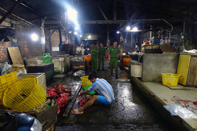 Chemically-bleached beef organs found in southern Vietnam