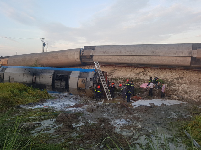 2 killed, 6 hurt as train collides with truck in northern Vietnam