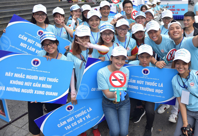 Students pose for a photo before the dance performance in Da Nang, central Vietnam, on May 27, 2018. Photo: Tuoi Tre