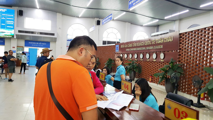 Travel firms worry high admission at Ha Long Bay harms competitiveness