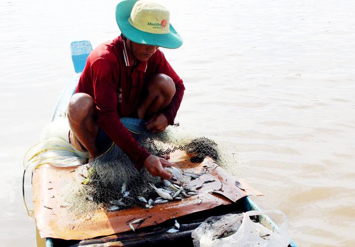 Depleting fish stocks imperil local livelihood in Vietnam's Mekong Delta