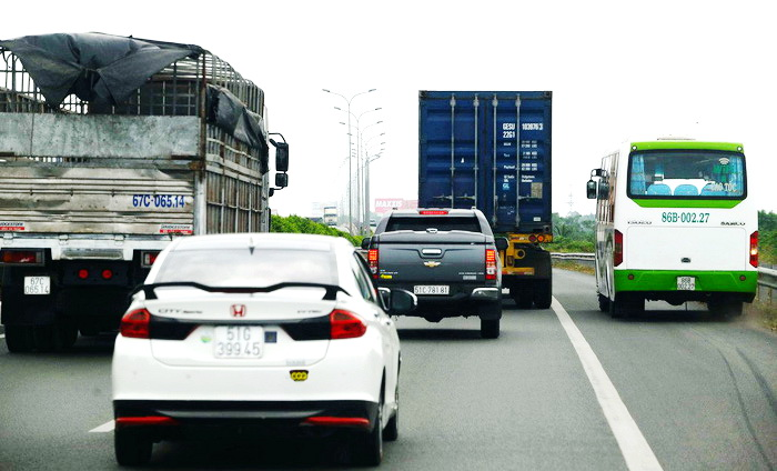 Dangers lurk on Vietnamese expressways