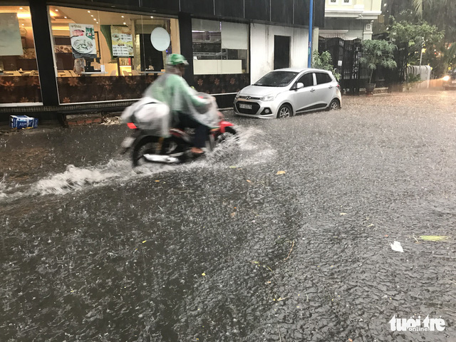 Dong Nai Street is flooded due to the torrential rain.
