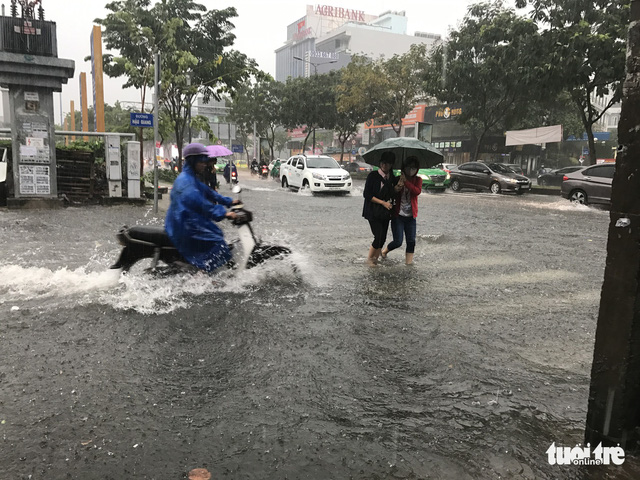 Inundation at the intersection of Hau Giang and Dong Nai Streets