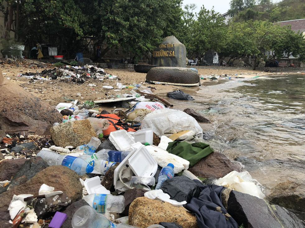 Park named after Vietnam's sacred islands filled with trash in Nha Trang