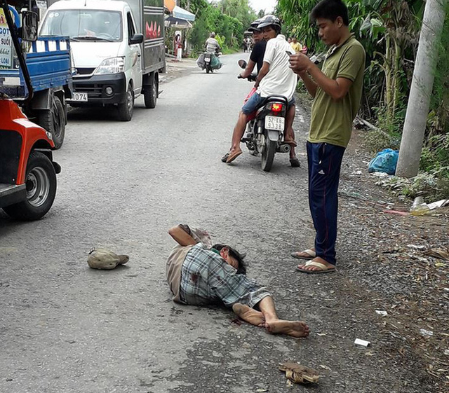 ​Man critically injured after being run over by horse cart in Vietnam's Mekong Delta