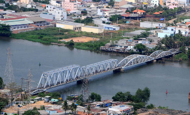​​Developer to charge toll for boats traveling under railway bridge in Ho Chi Minh City