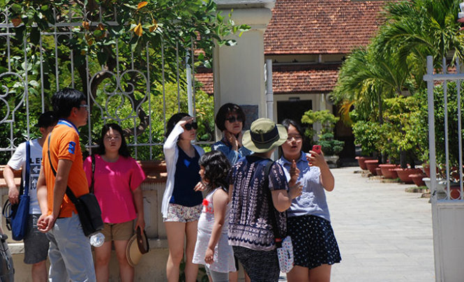 Chinese tourists pay via unlicensed mobile wallets, POS in Vietnam