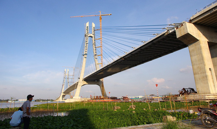 Vietnam's major bridge construction still delayed as cause of cracks remains unknown