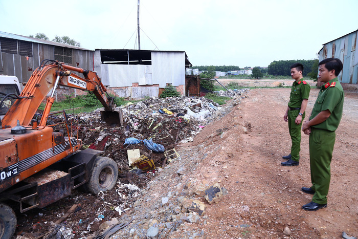 Firm caught illegally burying 80 tons of industrial waste in southern Vietnam