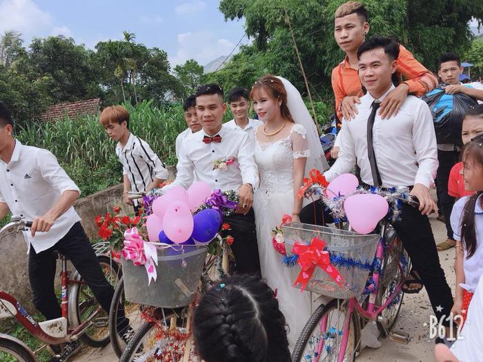 Bride, groom make wedding getaway on bicycle in rural Vietnam