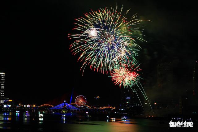 Sweden, Portugal compete at Da Nang fireworks festival