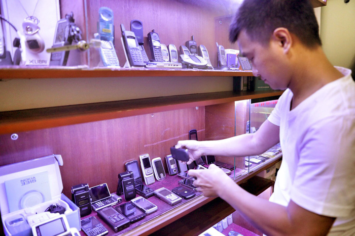 'Vintage' phones a rising trend among consumers in Ho Chi Minh City