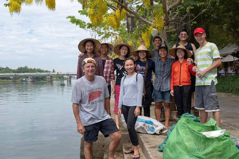 Tuong Lai Xanh VN (Hoian River Clean-Up)
