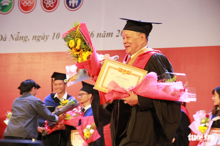 ​Vietnamese man earns master's degree at 85