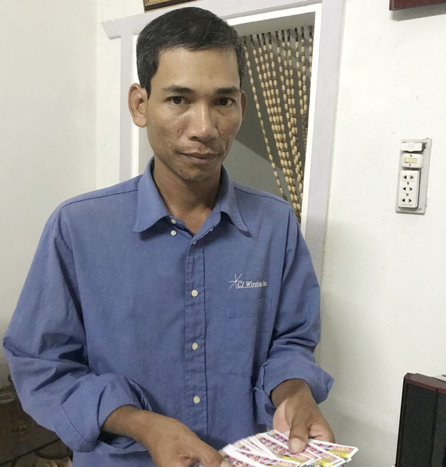 Vietnamese man turns to civil service after 13 years being lottery ticket seller
