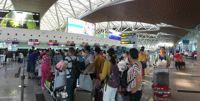 Vietnamese man slapped with 12-month flight ban for throwing phone at airport employee