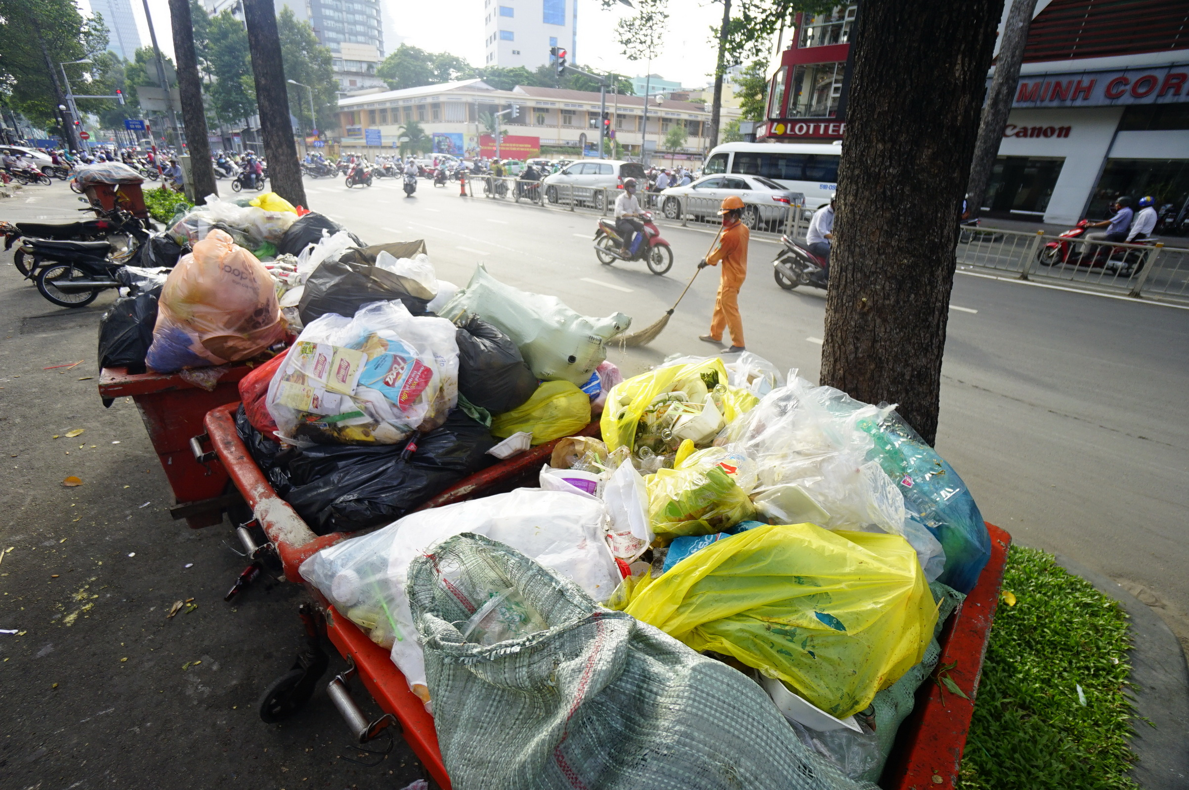 How much plastic is being used in Vietnam?