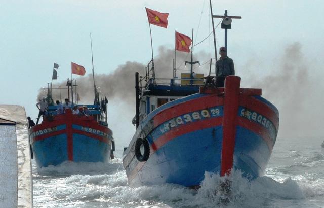 Vietnamese ships chased by Chinese vessels off Hoang Sa (Paracels)