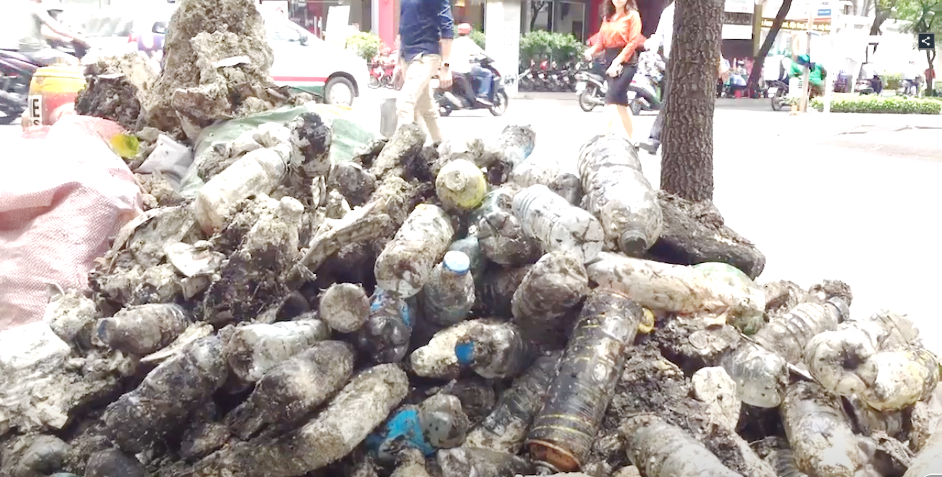 ​Video reveals Saigon sewers filled with trash