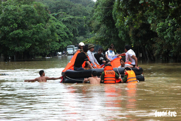 At least 5 dead, 8 missing as floods hit northern Vietnam