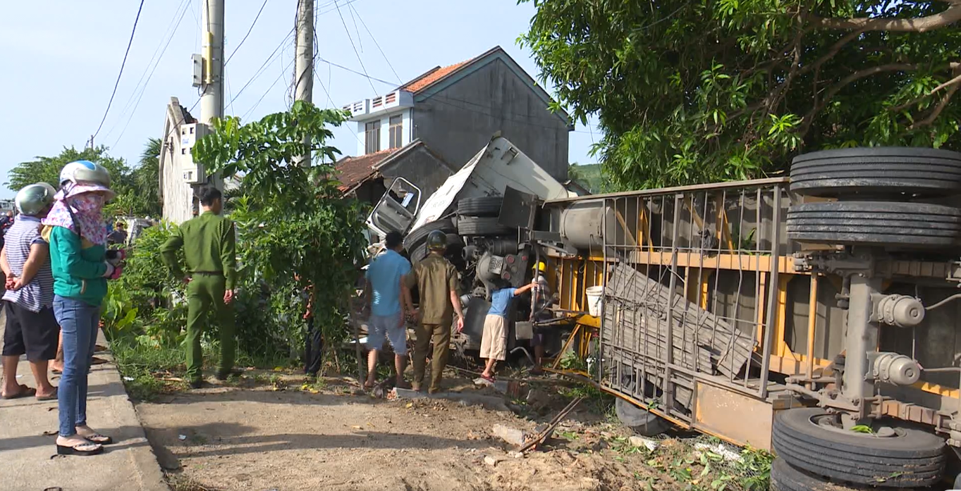 Family of three hospitalized as trailer truck hits house in Vietnam