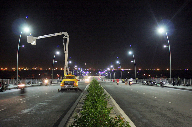 ​​Defective street lights pose threat to drivers, pedestrians in Ho Chi Minh City