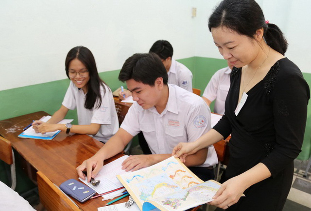 ​54-yo deputy chief inspector takes shot at Vietnam's national high school exam