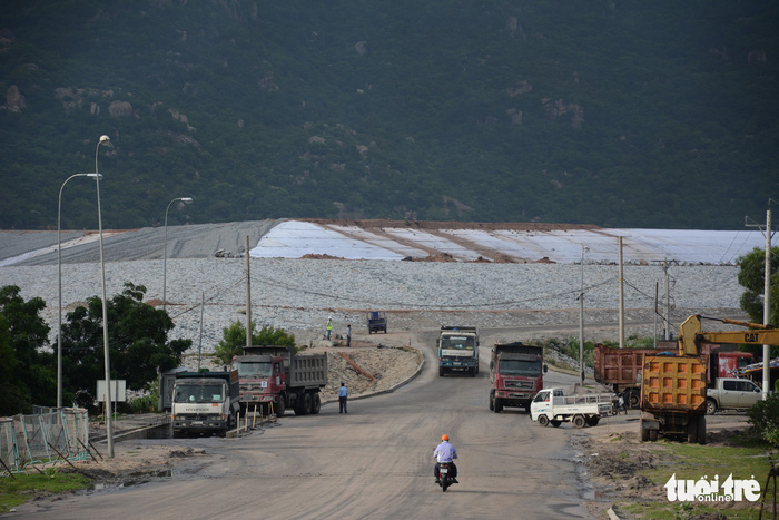 Great amount of coal ash remains unhandled at Vietnam's major thermal power complex