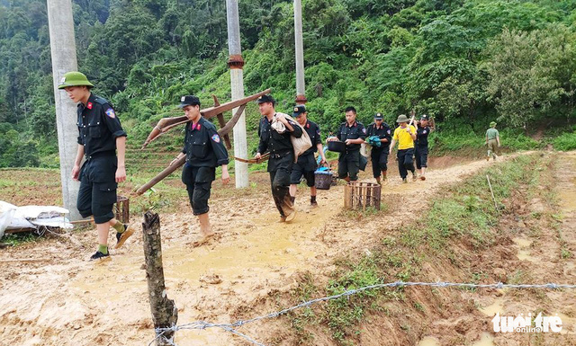 Police officers help residents in Lai Chau collect their property following the flood.