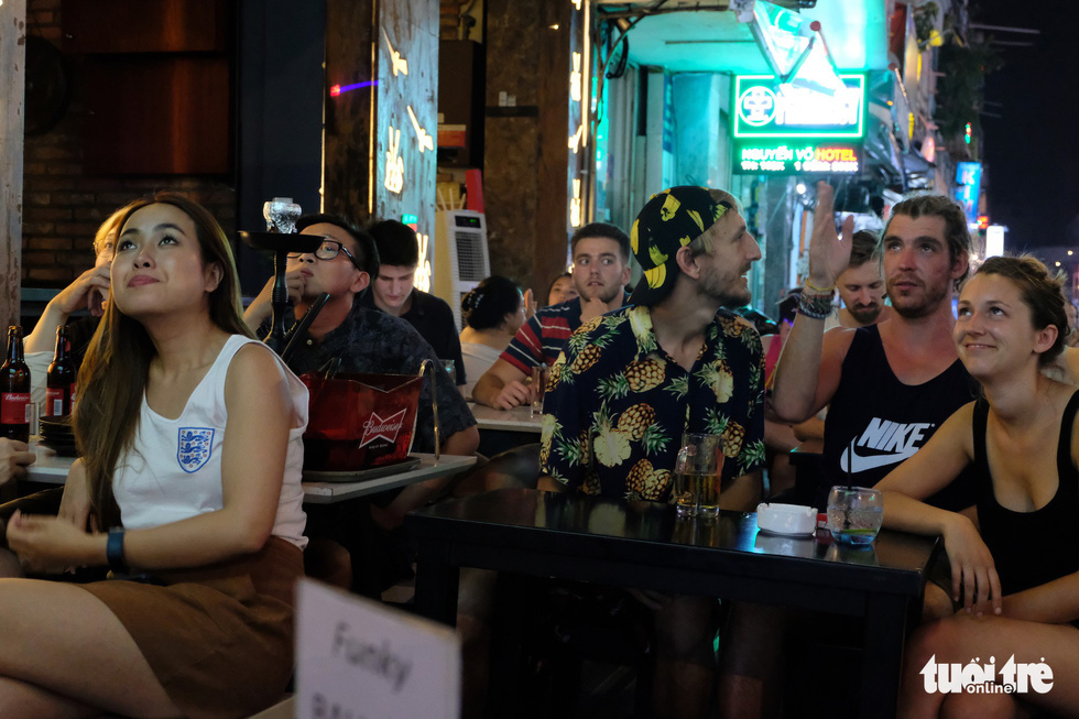Patrons watch a 2018 FIFA World Cup game in Ho Chi Minh City, Vietnam, June 29, 2018. Photo: Tuoi Tre