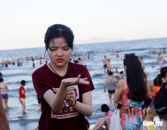 Da Nang waters leave beachgoers with itchy skin, rashes